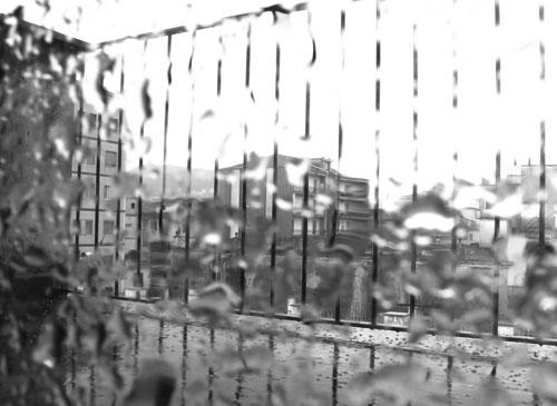 la pioggia che cade col suo cielo