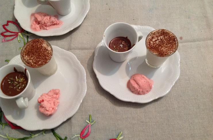 mousse al cioccolato bianco acqua di cioccolato fondente